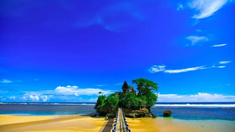 Wisata Pantai Balekambang Bersama Travel Malang Juanda