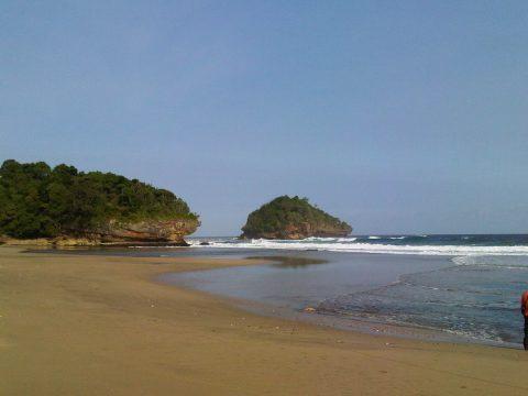 Wisata Pantai Kondang Iwak Bersama Travel Juanda Malang